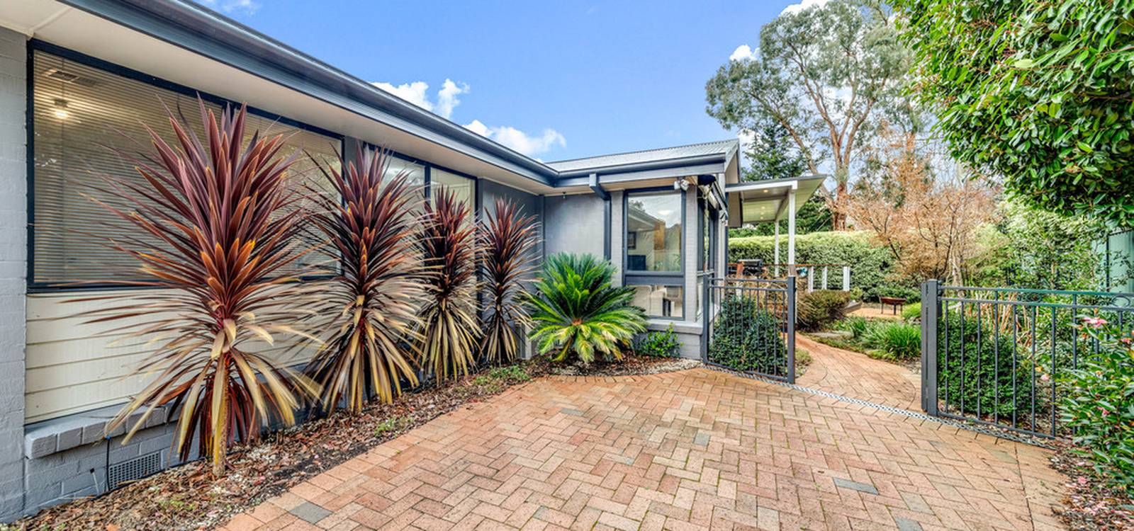 11 Orion Place GIRALANG, ACT 2617 - photo 1