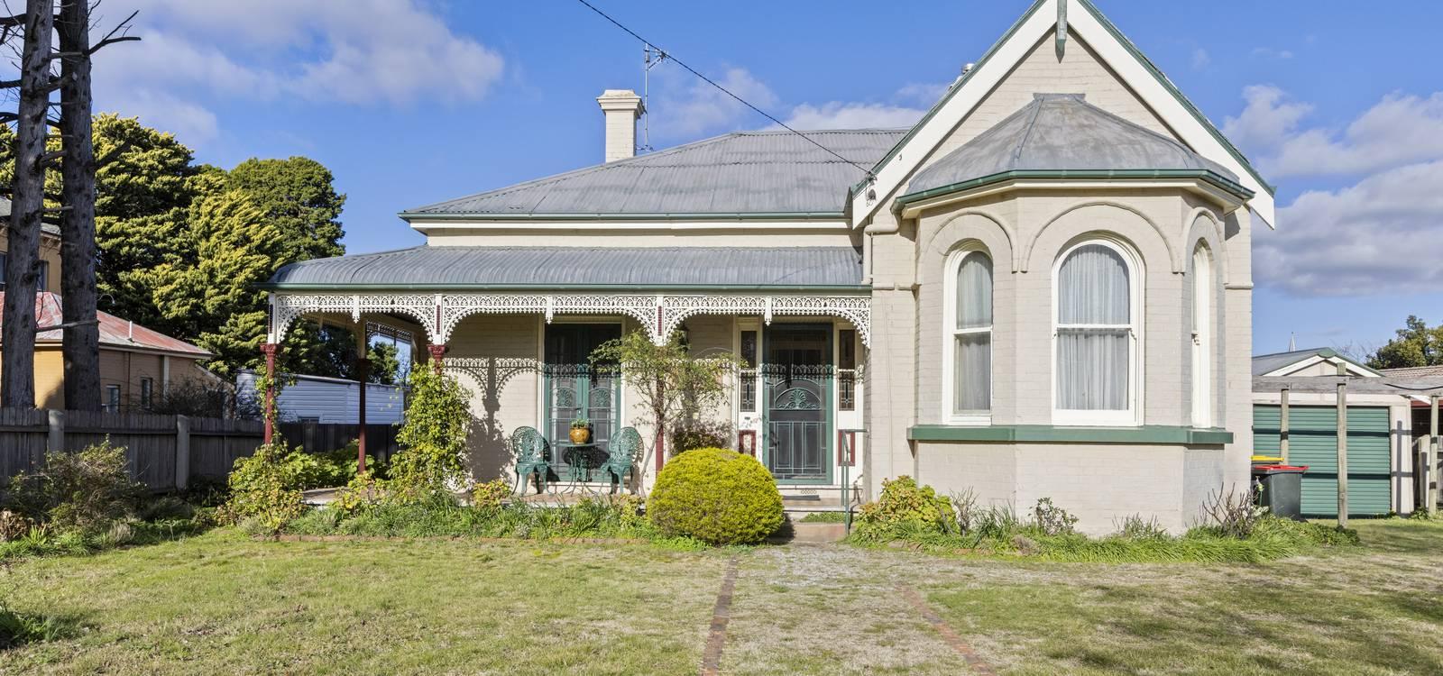 215 Cowper Street GOULBURN, NSW 2580 - photo 1