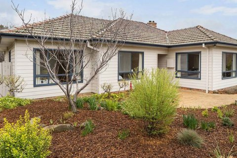Decades old Ainslie cottage a hit with interested buyers