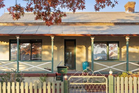 Auction of Barber's Cottage offers a piece Queanbeyan history